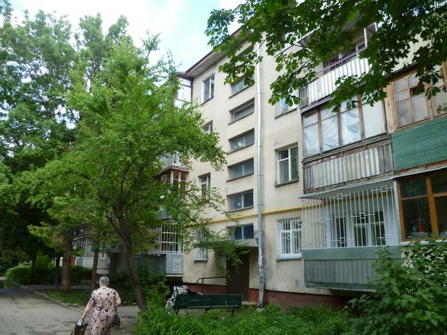 Продается 2-комнатная квартира в Ессентуках, ул. Долина роз 8