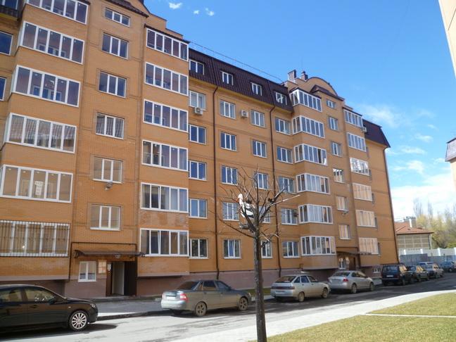 Продается 3-комнатная квартира в Ессентуках, ул. Октябрьская площадь 31